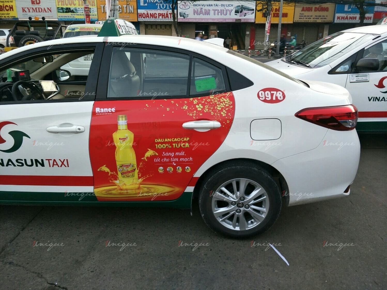 dầu cá ranee quảng cáo trên taxi