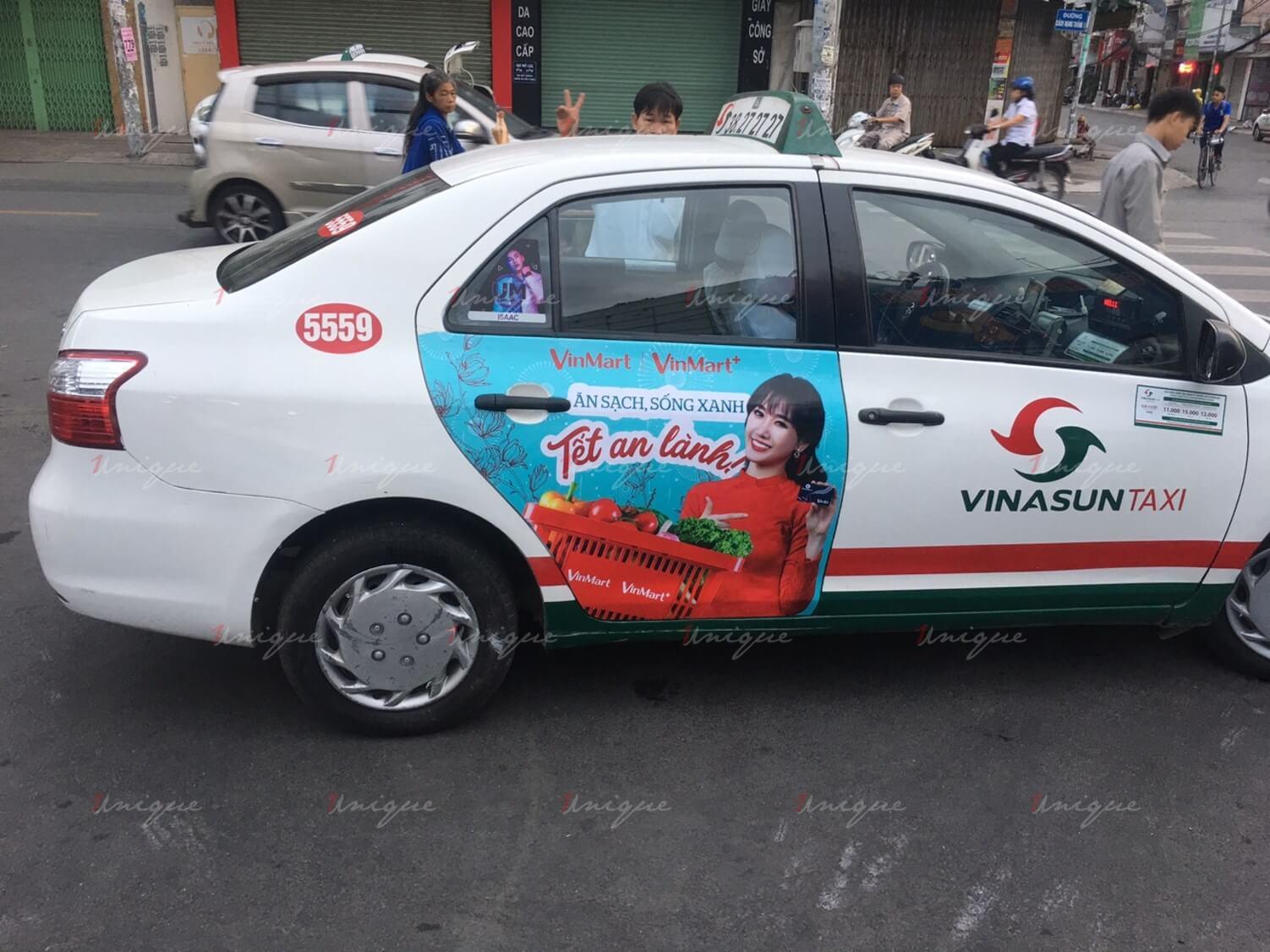 Chiến dịch quảng cáo của Vinmart trên taxi nhân dịp Tết